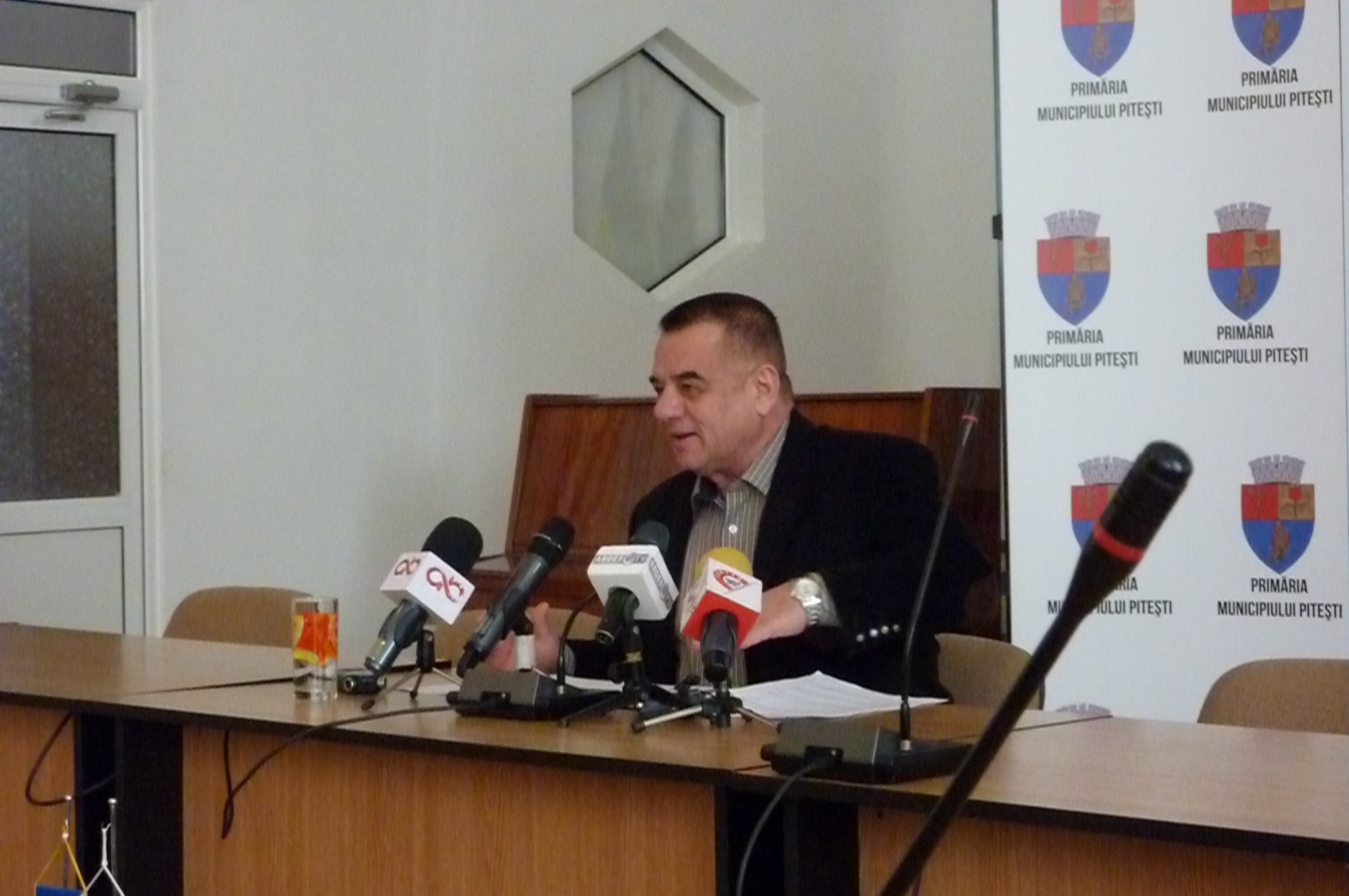 Cornel Ionică a îngheţat conferinţele de presă de la Primăria Piteşti