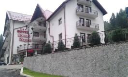 TURISTII AU DECIS ! Hotel Piscul Negru, cea mai buna unitate de cazare de pe Transfăgărăşan