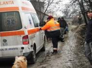 Se intampla in Arges ! A intervenit descarcerarea - Ambulanta impotmolita in noroi