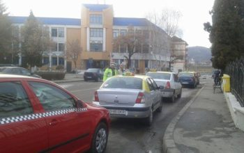 Mai vreti sau nu taxiuri in Curtea de Arges? Dezbatere publica pe un subiect delicat