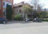 Aşa ceva.... Bǎnci montate direct pe stradǎ, pe locurile de parcare