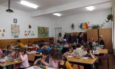 Nu ratati maine - Cei mai mici elevi, vand felicitari si ceramica, pentru un scop umanitar