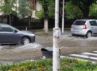 In timp ce sefii administratiei pun floricele - S-a inundat din nou orasul