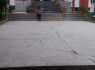 EXCLUSIV! S-a ales soluţia ieftinǎ şi rapidǎ - Dale de beton pentru platoul din faţa primǎriei