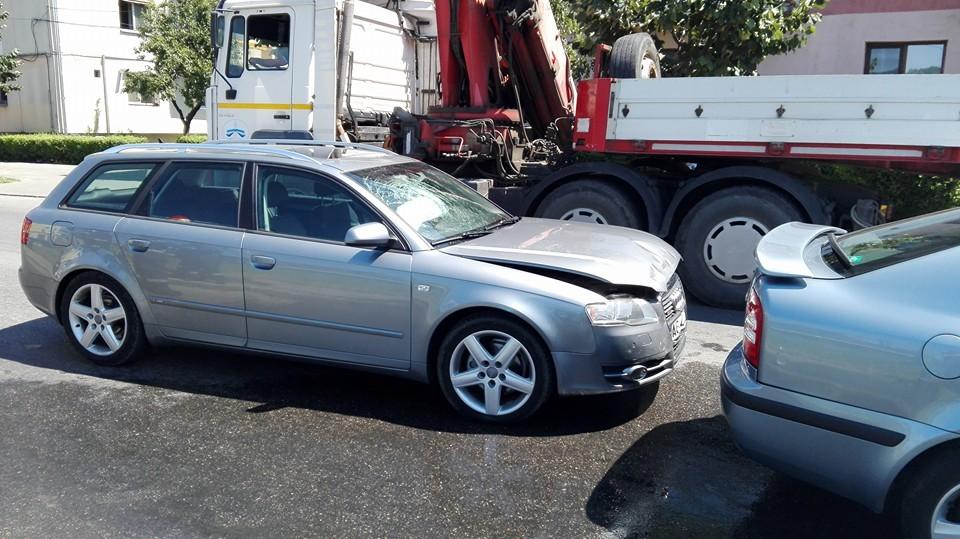 Barbat ranit, masini distruse – Accident in Curtea de Arges
