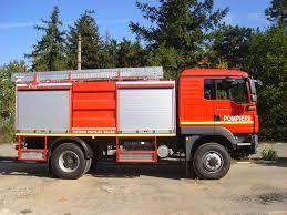 Pompierul voluntar calificat şi autospeciala pentru stingerea incendiilor