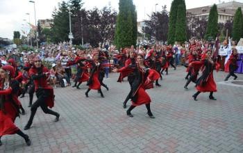 La Mioveni se promoveaza Festivalul Internaţional de Folclor Carpaţi