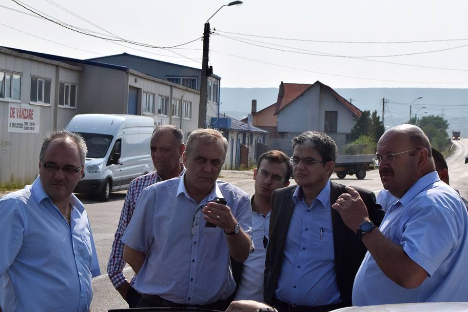 Primarul Georgescu l-a dus pe teren pe ministrul Marcel Bolos
