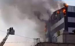 Incendiu intr-un bloc din Pitesti - Locatarii sunt evacuati de urgenta