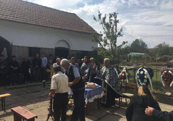 EXCLUSIV ! GALERIE FOTO - Zeci de argeşeni la înmormântarea lui Aurel Ilea