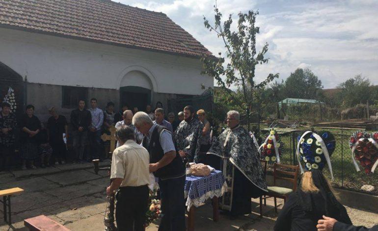 EXCLUSIV ! GALERIE FOTO – Zeci de argeşeni la înmormântarea lui Aurel Ilea
