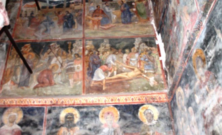 EXCLUSIV ! Iisus dezbrǎcat, pe peretele unei biserici monument din Arges – Frescǎ unicǎ în lume
