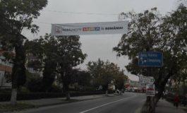 AU BLOCAT UN ORAS ! La ordinul penalului Mircea Drăghici, Partidul Sclavilor Debusolati monteaza ilegal banere electorale in Argeș !