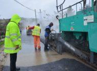 Regia de Drumuri a C.J, Argeş asfaltează şi pe ploaie