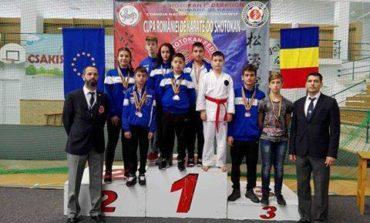 Felicitari! Karatistii din Mioveni s-au intors acasa cu 19 medalii