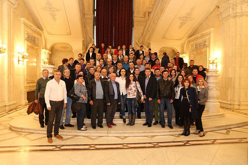 80 de argeşeni în vizitǎ la Palatul Parlamentului