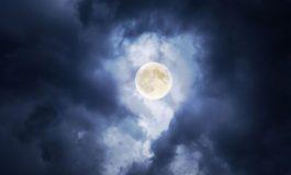 LUNA PLINĂ. Insomnii, animale agresive şi vrăjitorii, iată cum afectează Super Luna oamenii şi animalele