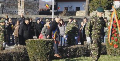 """VIDEO """" Doi nevlegi săriră gardul ! """" - Argeşenii comentează modul cum a dus PSD în penibil ziua României la Curtea de Argeş"""