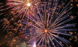 Aproape jumătate dintre români sărbătoresc Revelionul acasă şi urmăresc programele TV. Ce fac italienii şi germanii în noaptea dintre ani
