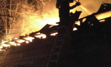 Incendiu la Muscel - Pompierii au mers pe jos pentru a ajunge la casa in flacari