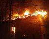 Iadul pe pamant la Rucar - Doua case au ars iar apa pompierilor a inghetat