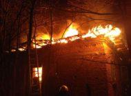 Incendiu puternic în Argeş! Ard două case