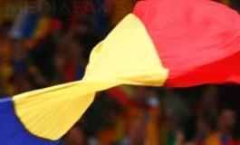 """Un român s-a întors după 35 de ani din America şi le-a dăruit consătenilor un steag de 18 metri, de 1 Decembrie: """"Civilizaţia unui popor începe cu a şti să iubeşti"""""""