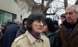 100 de oameni au iesit in strada la Maracineni - Fiscul le ia casele