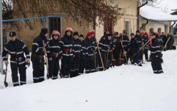 26 de PERSOANE si bunuri de MILIOANE DE EURO au fost salvate la Mioveni