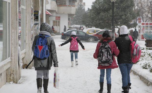 Cursuri suspendate la două şcoli din Argeş