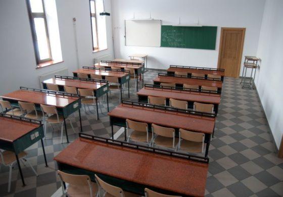 Toate şcolile din Argeş îşi suspendă cursurile