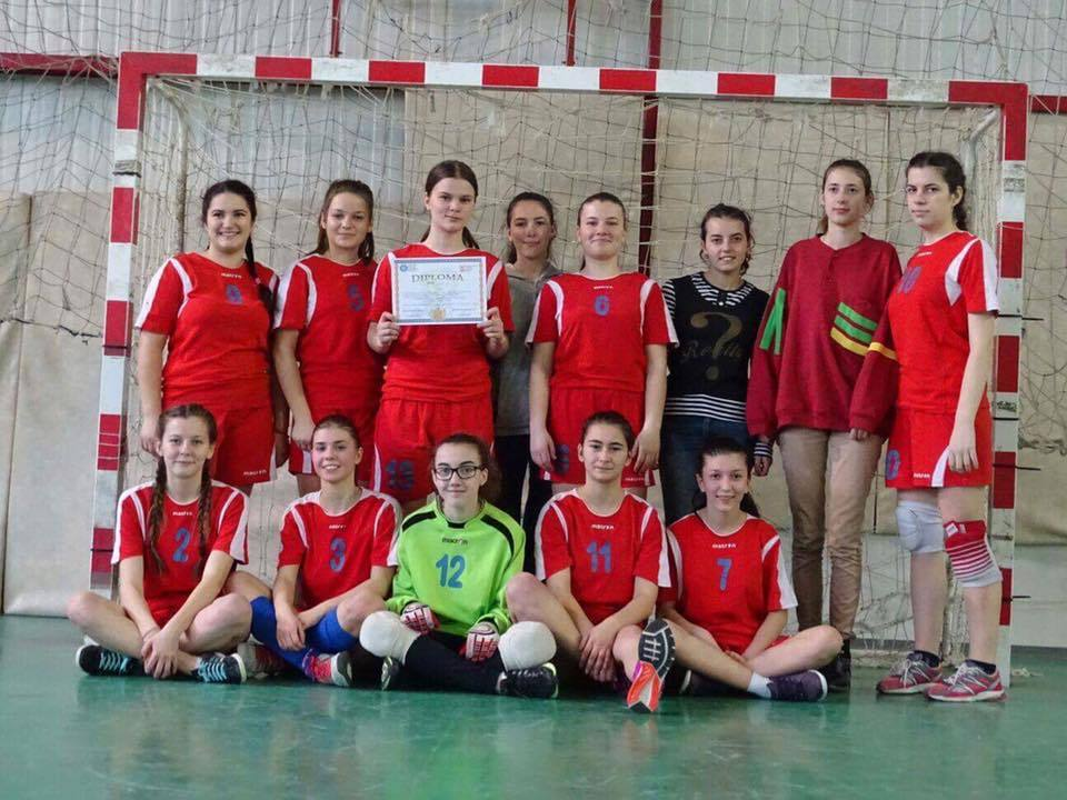 Echipa de fete fotbaliste de la Vlaicu s-a calificat la etapa nationala
