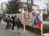 """GALERIE FOTO ! Elevii de la Scoala 4 """"Mircea cel Batran"""" vand martisoare pentru un scop umanitar"""