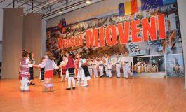 """Mioveni:Peste 100 de elevi participă la concursul """"TRADIŢII DE PRIMĂVARĂ"""""""