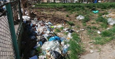 GALERIE FOTO! Incapabile - Autoritatile locale nu pot rezolva problema gunoiului de pe Castanilor