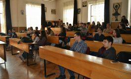 Peste 1300 de elevi din Argeş au absentat la prima probă a simulării examenelor naţionale