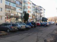 La Curtea de Arges se baga taxa pe locul de parcare