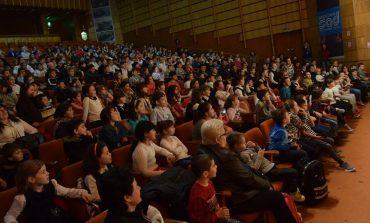1000 de elevi din Mioveni s-au dus gratis la teatru