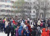 Cutremur la Curtea de Arges - Elevi si profesori evacuati