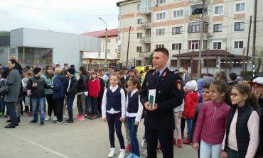 La Topolveni - Scoala evacuata si indicatii de la pompieri
