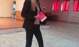 Lorena Toma preda liceenilor lectii de educatie juridica