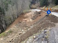E JALE in Arges! Alunecari de teren, caderi de pietre si trafic blocat