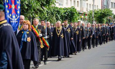 Ceremonie fastuoasa - Cavalerii vinului vor defila prin Pitesti