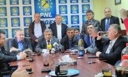 Flancat de toti primarii PNL ai judetului - Miutescu si-a anuntat candidatura la sefia partidului