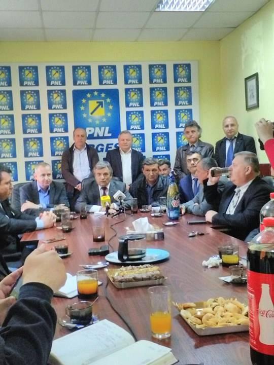 Flancat de toti primarii PNL ai judetului – Miutescu si-a anuntat candidatura la sefia partidului