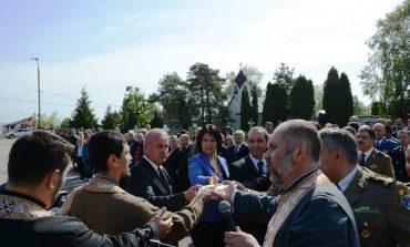 Veteranii au fost sarbatoriti azi la Pitesti cu... coliva si coroane