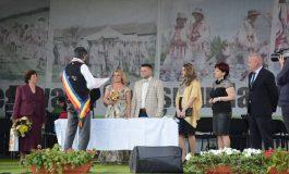 Doi tineri din Stolnici s-au casatorit de ziua comunei - Au avut invitati de marca