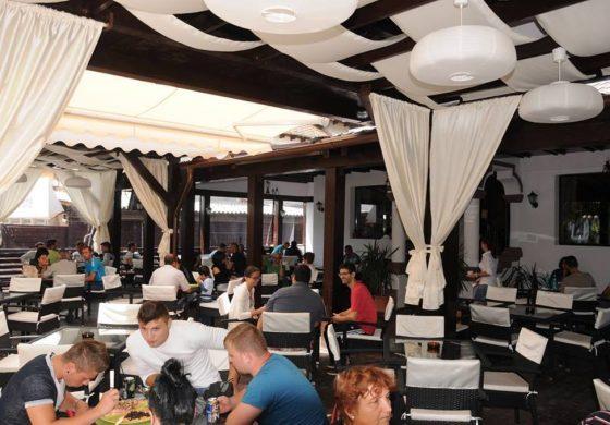 Restaurantele din Curtea de Arges, coşmarul turiştilor de 1 Mai - 2 ore ca sa primesti comanda la Old House si Domnesc
