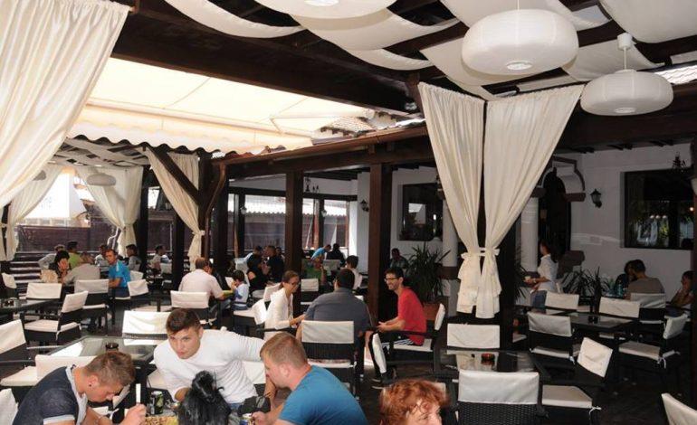 Restaurantele din Curtea de Arges, coşmarul turiştilor de 1 Mai – 2 ore ca sa primesti comanda la Old House si Domnesc