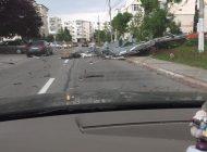 Furtuna a luat acoperisul unui bloc din Mioveni